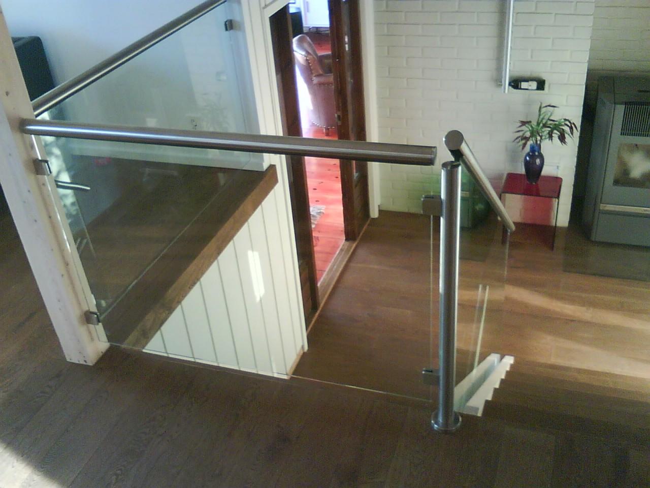 Vi lager og monterer alt av glass og st?l rekkverk til trapper